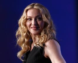 Приемный сын Мадонны в длинном платье устроил дефиле в доме певицы