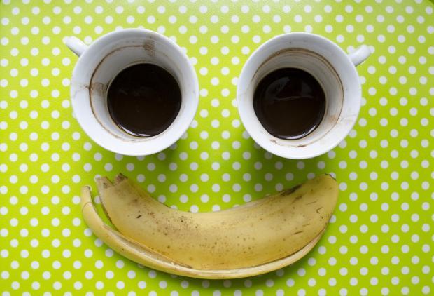 завтрак: кофе и банан