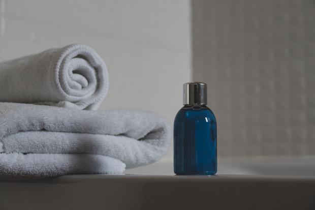 шампунь и полотенца