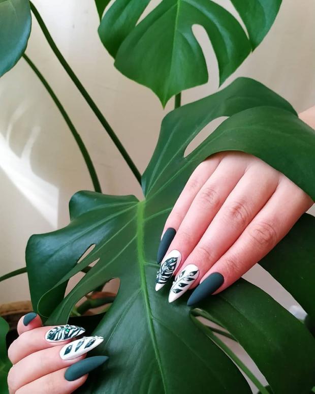 растительные принты на ногтях