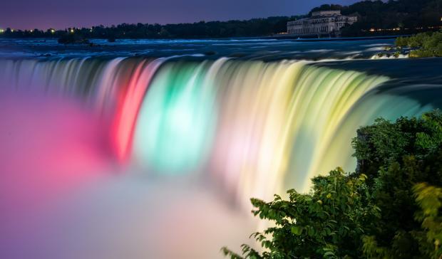 разноцветный водопад