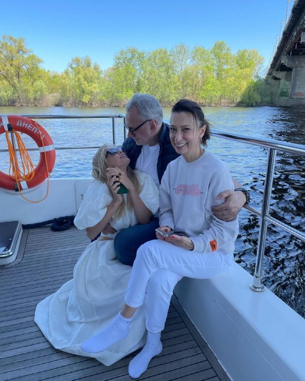 Вера Брежнева, Константин и Лиана Меладзе