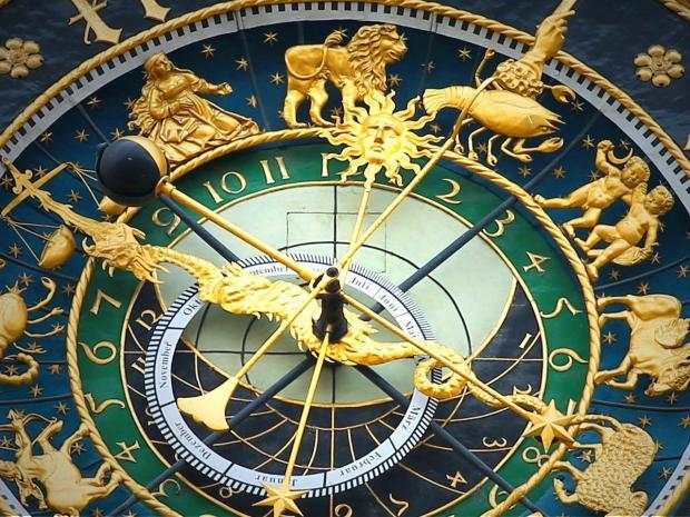 зодиакальный круг изображен на циферблате