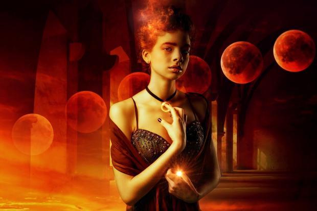 девушка на фоне многочисленных красных Лун