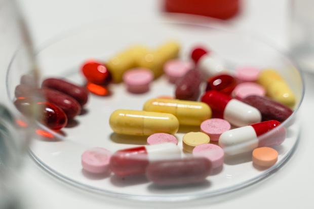 пиалочка с различными лекарствами