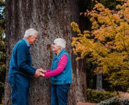 Почему женщины стареют раньше мужчин: интересные версии ученых