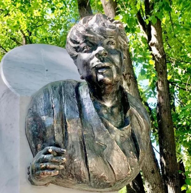 памятник Галины Вовчек