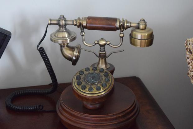 ретро-модель стационарного телефона