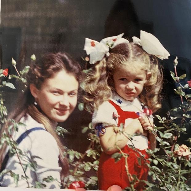 маленькая Ольга Куриленко с мамой