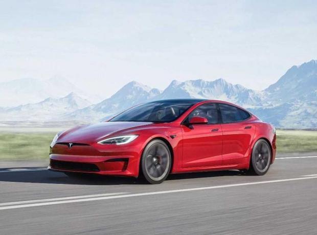 новый Model S Plaid