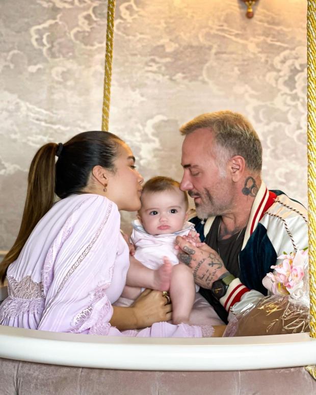 Джанлука Вакки с дочкой и невестой