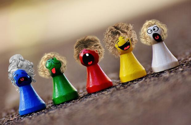 пять веселых разноцветных фигурок