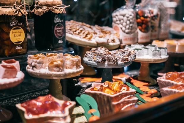 восточные сладости на рынке