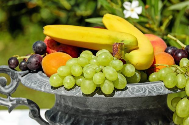 фрукты в вазе