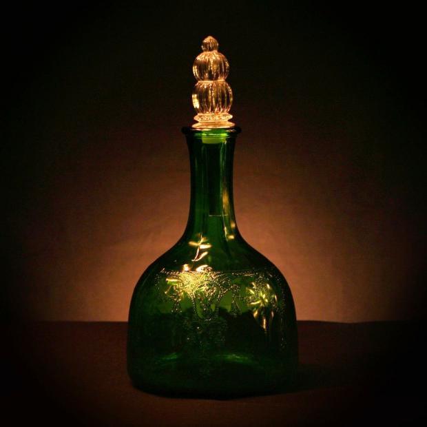 зеленая бутылка с уксусом