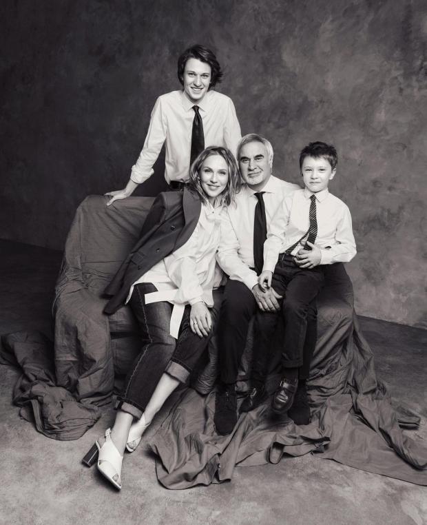 Валерий Меладзе и Альбина Джанабаева с сыновьями