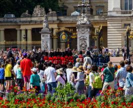 Пикник по-королевски: Букингемский дворец открывает свои сады для туристов