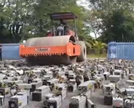 По 1000 компьютеров, добывавших криптовалюту в Малайзии, проехался каток: видео
