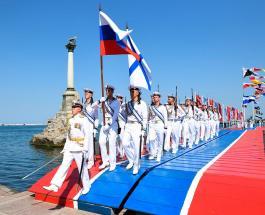 День Военно-Морского флота 2021: открытки с праздником и идеи подарков морякам