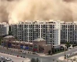 Песчаная буря обрушилась на китайский город Дуньхуан: впечатляющее видео стихии