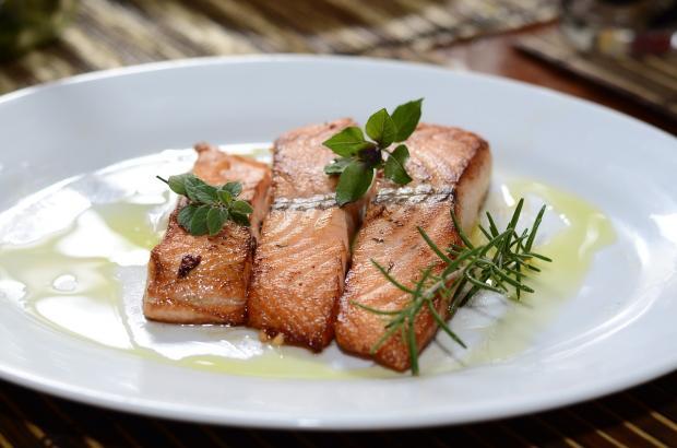 лосось в белом соусе