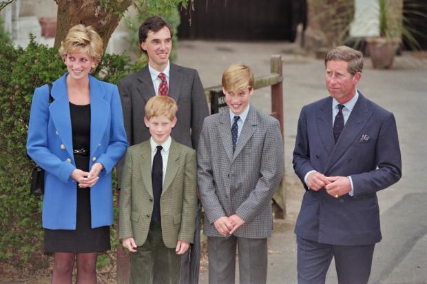 принцесса Диана, принц Гарри, принц Уильям и принц Чарльз