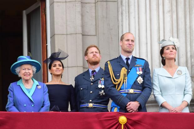 Елизавета II, принц Гарри, Меган Маркл, Принц Уильям и Кейт Миддлтон