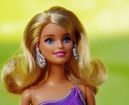 Новая кукла Барби создана в честь британского врача, работавшего над испытаниями вакцины