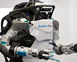 Компания Boston Dynamics научила робота преодолевать полосу препятствий: видео