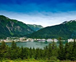 Оптическая иллюзия: остров у Аляски стал похож на летающую тарелку – видео