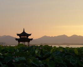 Китайцам снова разрешили быть многодетными: парламент дал добро на третьего ребенка