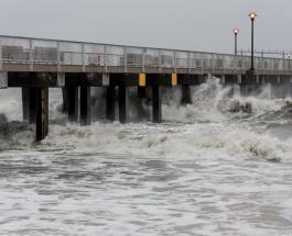 Тропический шторм Анри обрушился на северо-восток США, вызвав наводнения