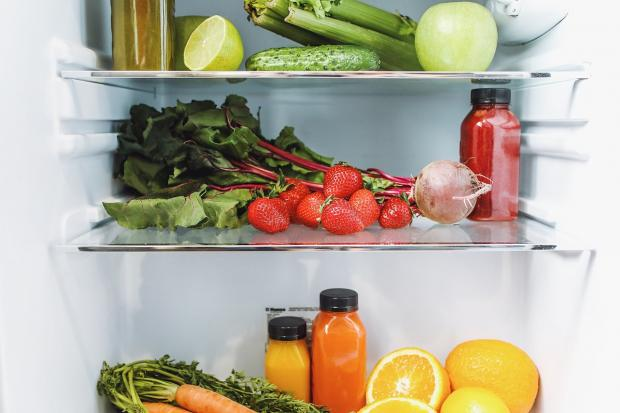продукты хранятся в холодильнике