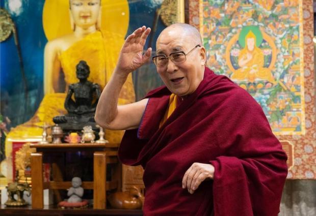 далай-лама приветствует гостей
