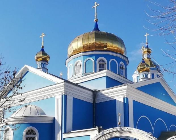 голубая церковь в честь Божией Матери