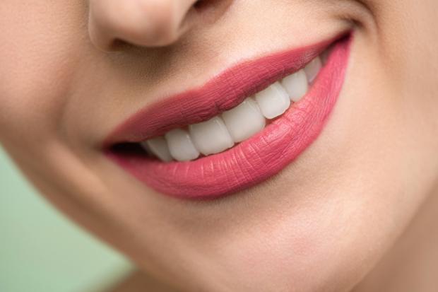 красивая белозубая улыбка