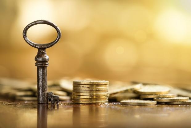 ключ и монеты