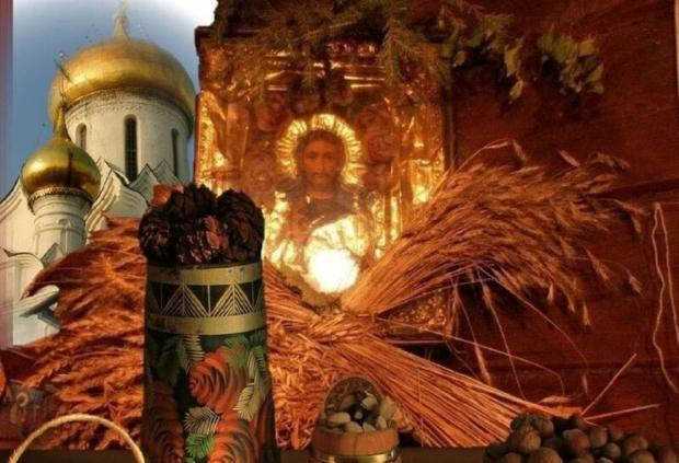 икона Христа и купола церкви со снопами