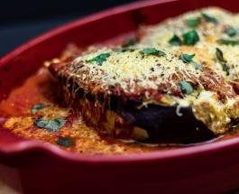 """Что приготовить из баклажан на ужин: аппетитные """"лодочки"""" с фаршем и сыром"""