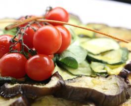 Что приготовить на ужин: рецепт запеканки из баклажанов с помидорами и моцареллой