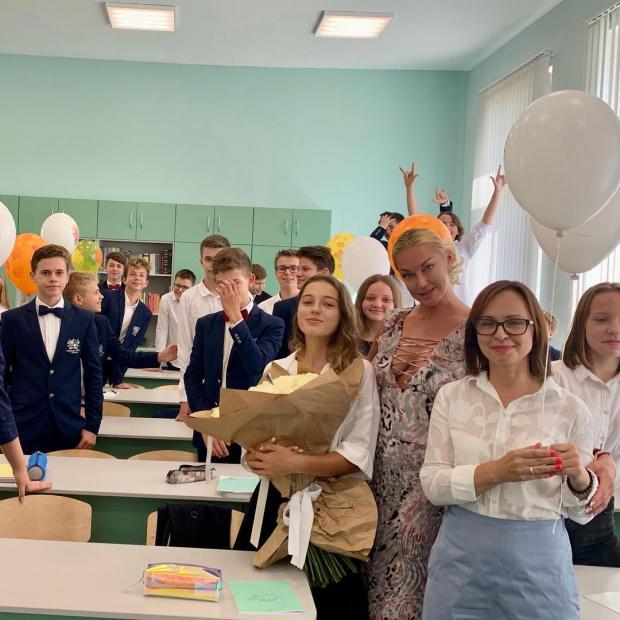 Анастасия Волочкова в школе дочери
