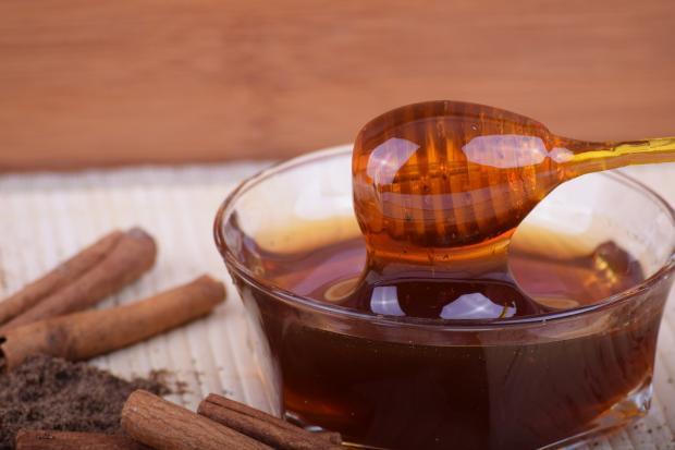мед в мисочке, корица
