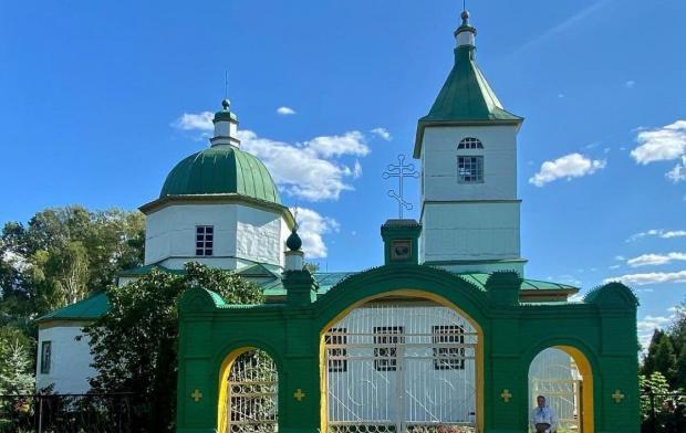 зеленый православный храм