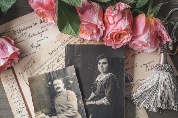 старые фотографии, письма, розы