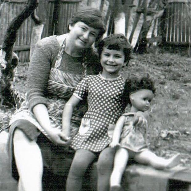 Маленькая Ани Лорак с мамой