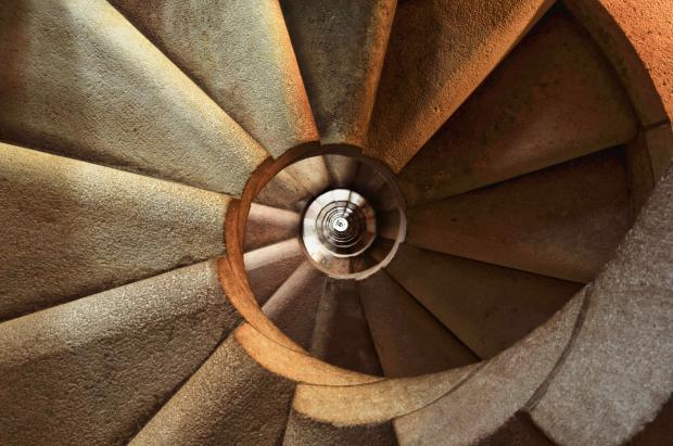 винтовая каменная лестница вверх