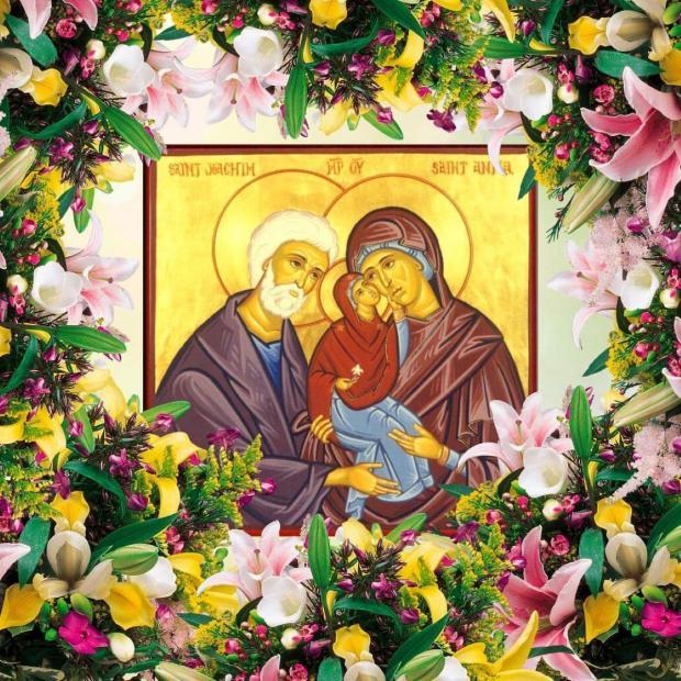 икона Рождества Пресвятой Богородицы лежат на аналое в цветах