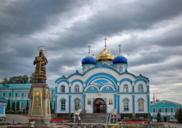 рождество-богородицкий храм с голубыми куполами