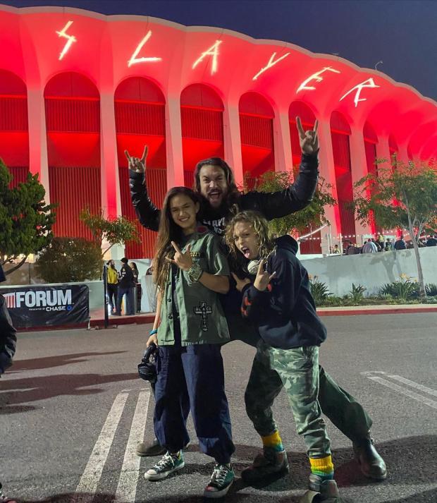 Джейсон Момоа с сыном и дочерью