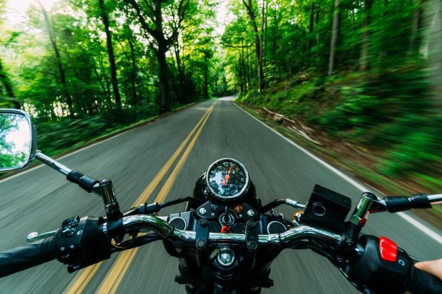 руль мотоцикла со спидометров